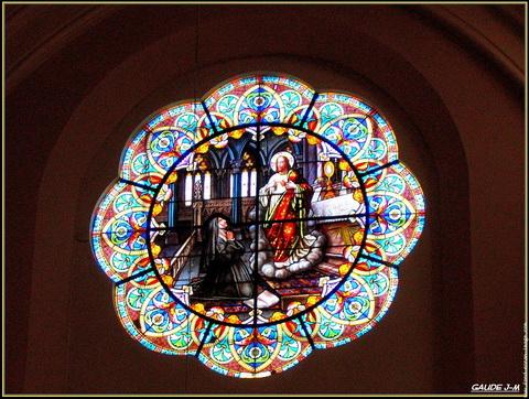 vitrail-cathedrale-de-chartres_redimensionner